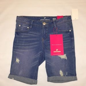 Almost Famous Distressed Jean Shorts Size 7